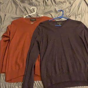 Set of 2 Mens large banana republic vneck sweaters